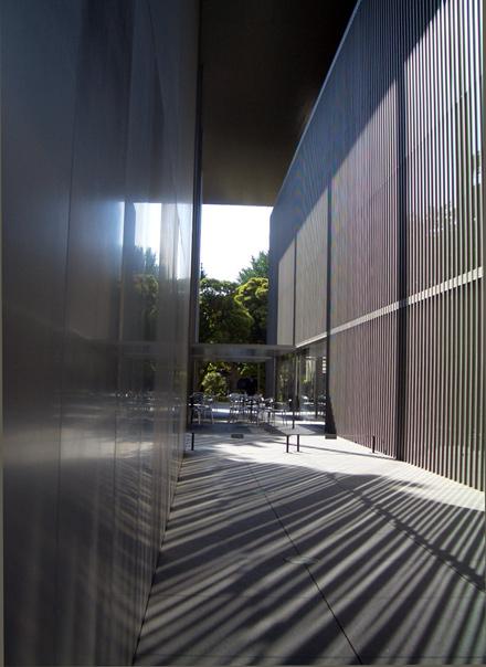 夏の法隆寺宝物館