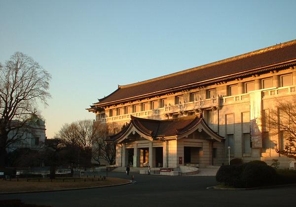 夕映えの東京国立博物館・本館
