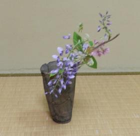 テーブルの茶花